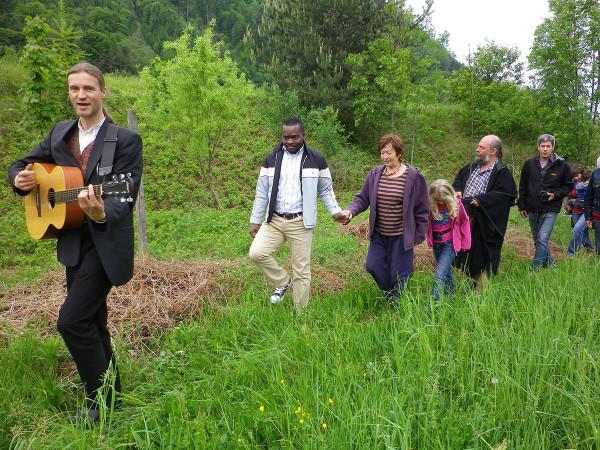 2012 Prozession zum Elsbeerpflanzloch